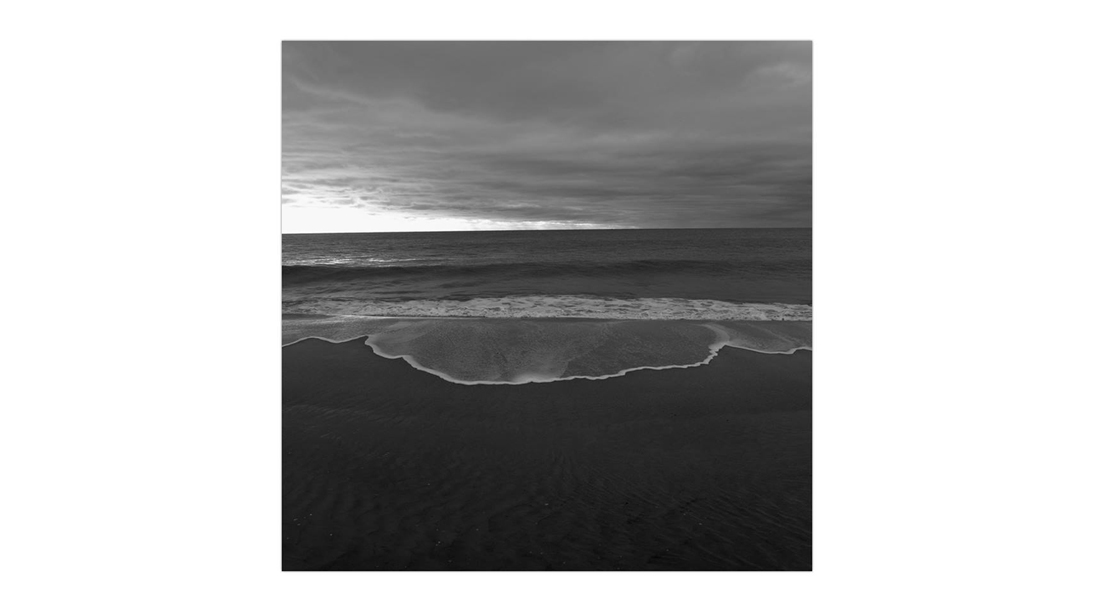 24 BW Ocean White Line of Wave Foreground